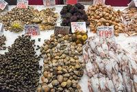 Frische Meeresfrüchte auf einem Markt in Madrid
