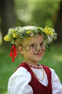 Eine Traditionelle Tanzgruppe anlaesslich eines Fruehlingsfest in der Altstadt von Vilnius der Hauptstadt von Litauen im Baltikum in Osteuropa.