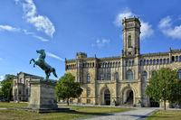 Leibnitz-Universitaet-Hannover