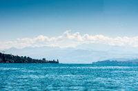 Der Zürichsee und die Alpen in der Schweiz