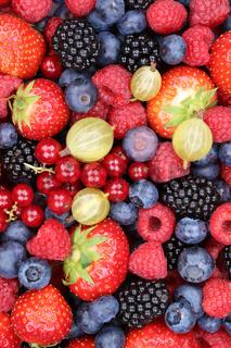 Beeren frische Früchte Frucht Obst Erdbeeren Himbeeren Blaubeeren Hintergrund