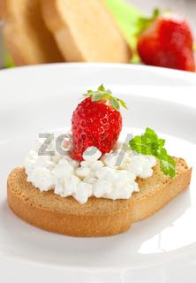 Zwieback mit Frischkaese / rusk with fresh cream cheese