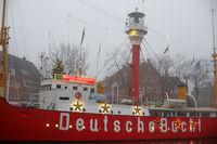 Feuerschiff Deutsche Bucht mit Weihnachtsbeleuchtung in Emden