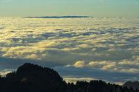 Blick vom Berneuse Gipfel über das Nebelmeer über dem Genfersee, Schweiz