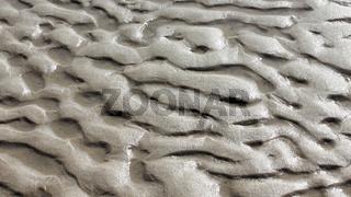 Strukturen im Sand im Gegenlicht
