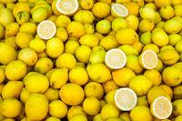 Frische Zitronen auf einem Markt in Valparaiso