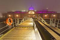 Beleuchtete Fischauktionshalle in Hamburg, Deutschland, Europa