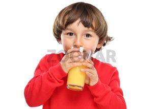Kind trinken Orangensaft Orangen Saft gesunde Ernährung Freisteller freigestellt isoliert