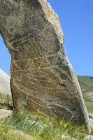 Hirschstein genannte Steinstele aus der späten Bronzezeit, Khangai Nuruu Nationalpark, Mongolei