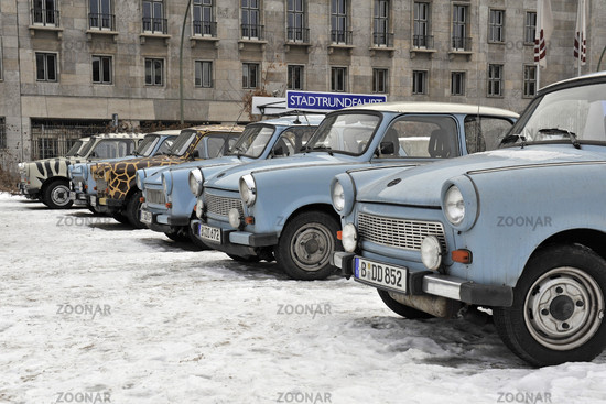 alte DDR Autos Marke Trabant für Stadtrundfahrten in Berlin