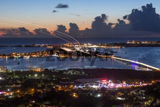 Flughafen Sint Maarten St. Martin Karibik bei Nacht