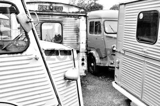 alte Transporter Typ H schwarz-weiss