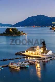 Korfu Corfu Griechenland Vlachernon Vlacherna Kirche Kanoni Abend Hochformat Insel Reise Meer