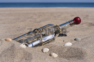 Flaschenpost | message in a bottle