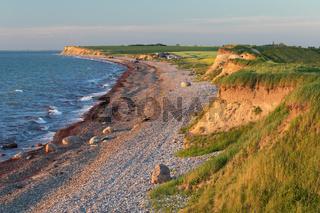 Ostseeküste mit Kiesstrand und Steilküste in Schleswig-Holstein