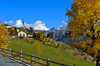 Herbst in Guarda im Unterengadin, Gemeinde Scuol, Engadin, Graubünden, Schweiz