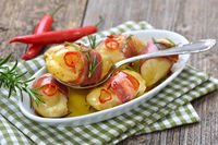 Gebackene Rosmarinkartoffeln mit Käse und Speck