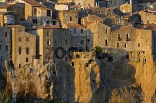 Pitigliano eine alte Tuffsteinstadt, Toskana, old city on Tuff rock,Tuscany, Italy