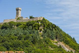 Der Turm der Rocca in der Nähe von Dorf Radicofani, Wahrzeichen der Toskana