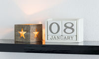 White block calendar present date 8 and month January