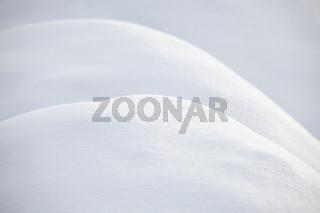 Kurven im frischen Schnee
