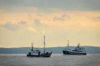Schiffe auf der Ostsee vor der Insel Rügen