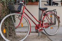 Fahrrad diebstahlsicher versperrt und geparkt