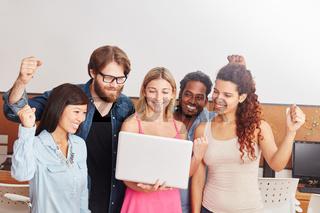 Startup Team ballt die Fäuste