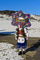 Schöner Klaus mit kunstvoll verzierter Haube am Alten Silvester, Urnäsch, Schweiz