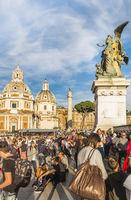 touristen auf der piazza venezia