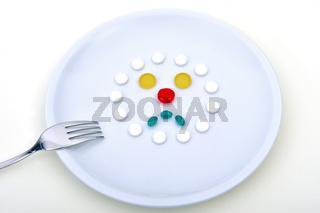 Symbolbild fuer sythetische Lebensmittel. Tablettenkonsum, Tablettenmissbrauch