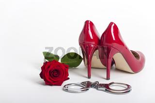 rote high Heels auf weißem Hintergrund