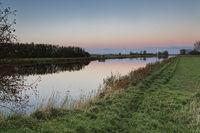 Abendstimmung am Knockster Tief in Ostfriesland
