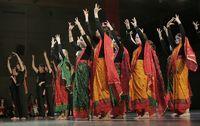 Tanzgruppe mit Folkloretanz