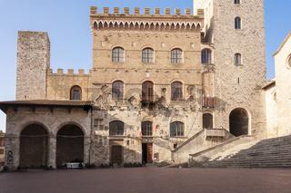 Palazzo del Popolo mit Piazza Duomo in San Gimignano