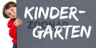 Kindergarten Kita Betreuung Kind kleiner Junge Schild