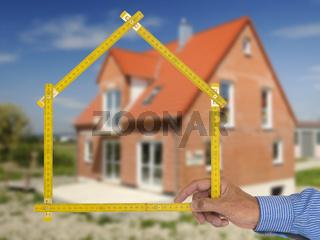 Haus Neubau mit Meterstab