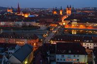 Würzburg bei Dämmerung/Nacht