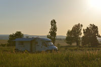 Wohnmobil in der Abendsonne