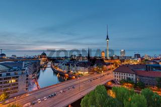 Die Berliner Innenstadt nach Sonnenuntergang