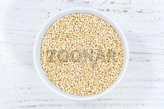 Quinoa Superfood von oben Holzbrett