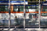 Moderne Straßenbahnhaltestelle
