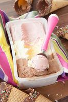 Eiscreme und Waffeltueten