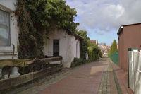 Dorfstraße im Frühling