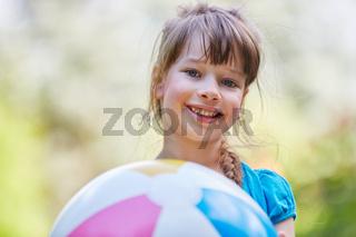 Porträt eines glücklichen Mädchens