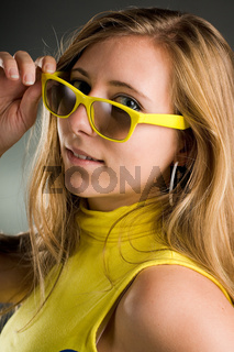 frauenportrait mit brille