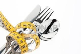 Besteck mit Maßband. Symbol Diät.