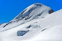 Schneebedeckte Gipfel Mittaghorn