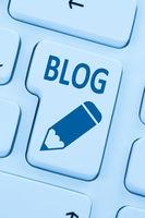Blog schreiben online im Internet auf Computer blau web
