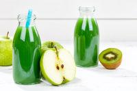 Grüner Smoothie Saft Apfel grün Kiwi Fruchtsaft Frucht Früchte